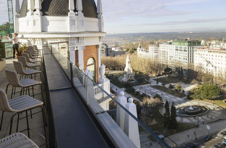 Flyt ind på boutiquehotel midt i Madrids centrum, hvor du kan slappe af i stilfulde designerværelser i luksuriøse omgivelser. Og så får du byens mest spektakulære udsigt med i prisen.