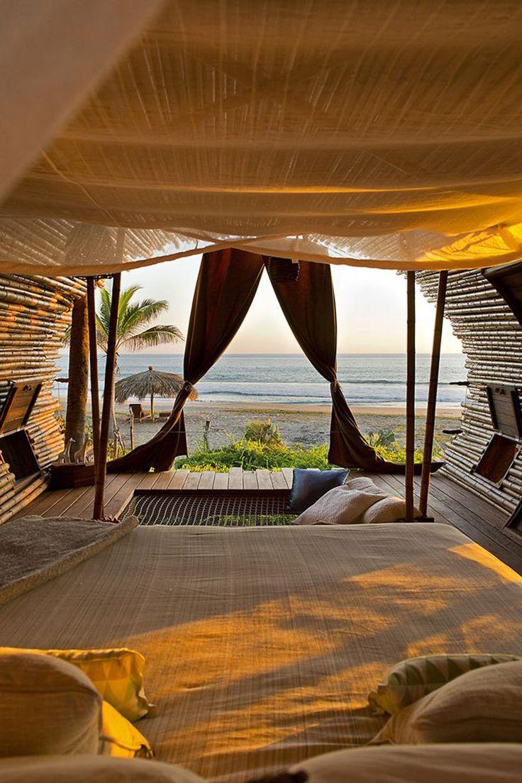 Un hamac intégré au sol permet de s'adonner à des moments agréables de relax ou de lecture