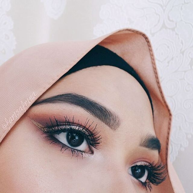 Upclose & personal  Yes this is my true eye colour.  Eyemakeup details :  1. Brow- @benefitmalaysia Goof Proof Brow Pencil & Gimme Brow…