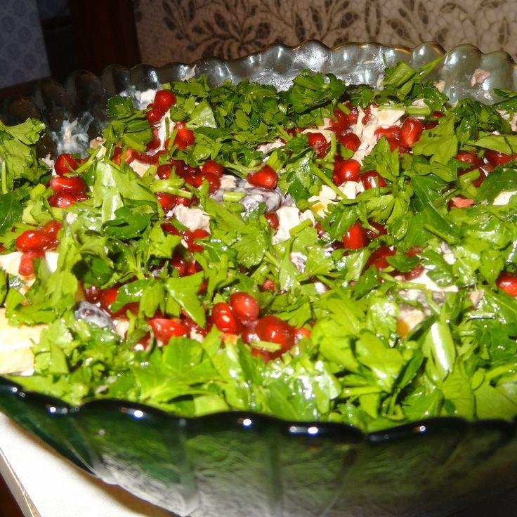 Салат мясной с тыквой и гранатом