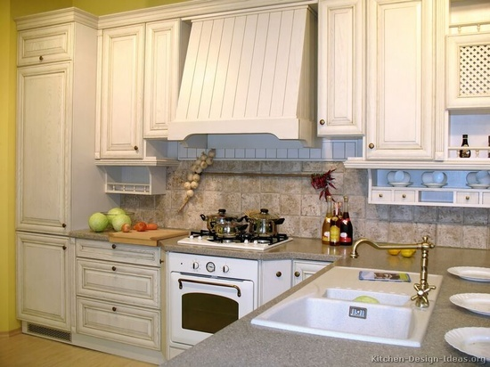 white wash kitchen cabinets  | ... Traditional Whitewash Kitchen Cabinets - from Kitchen-Design-Ideas.org