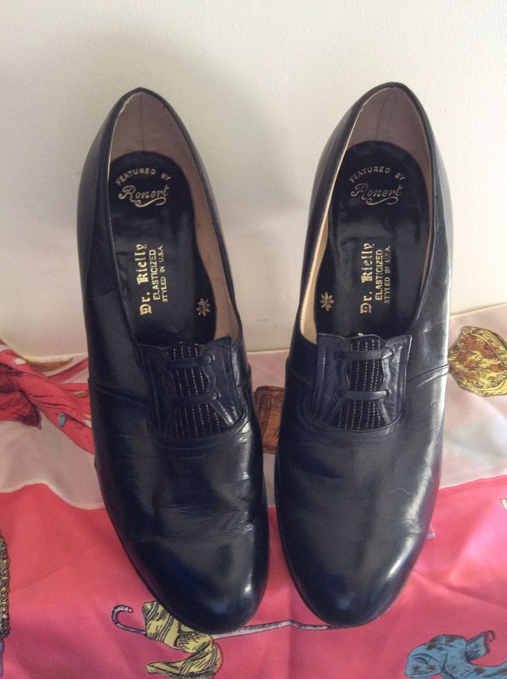 Black Leather Vintage Shoes by Peaceloveheart on Etsy