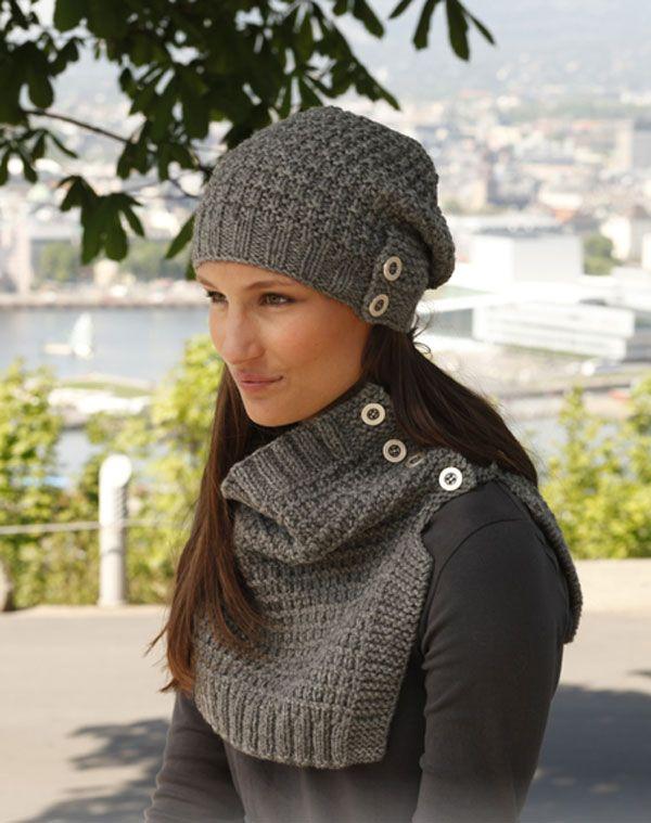 Оригинальный комплект (шапка и манишка) с большими пуговицами от Drops Design вязаный спицами
