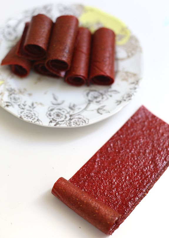 homemade strawberry fruit leather // say yes to hoboken