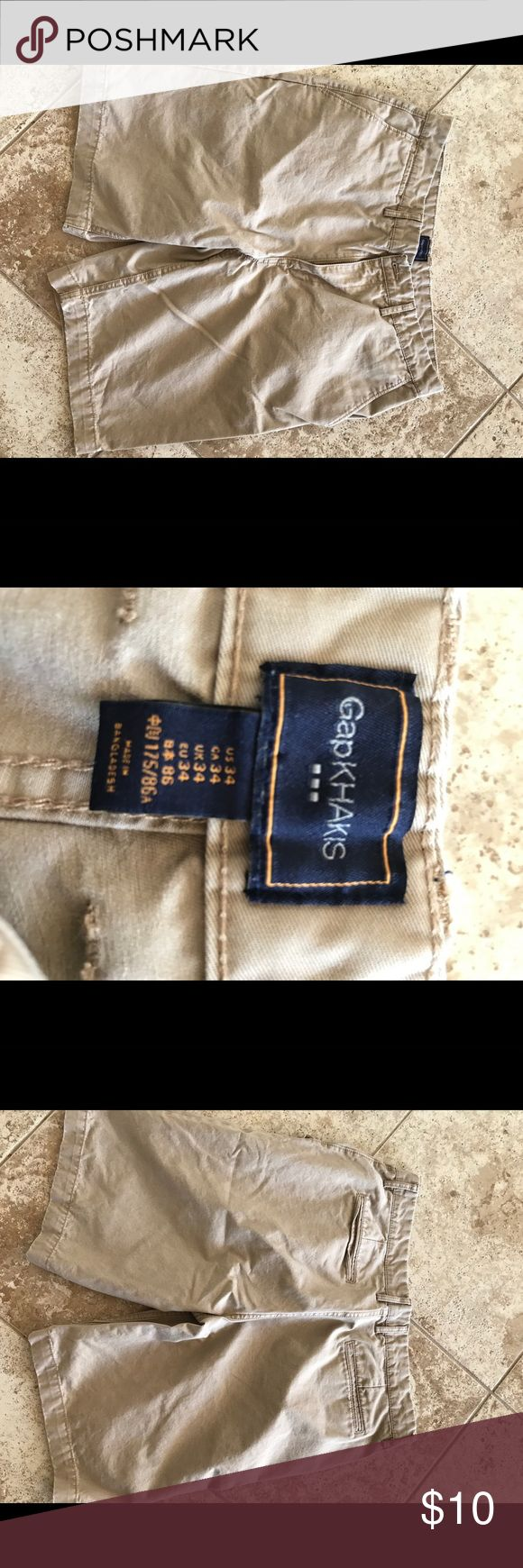 Men's Khaki Shorts Great condition and perfect for summer! Size 34 GAP Shorts Flat Front
