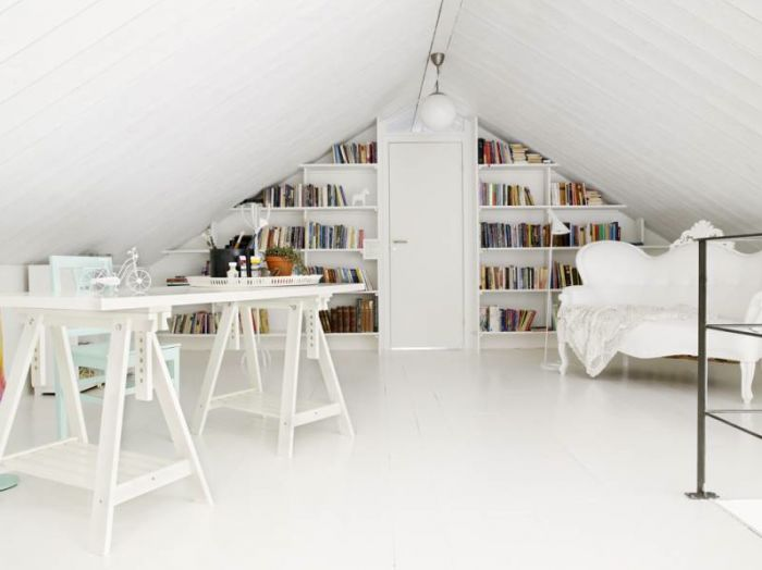 Annaleena Karlsson's home via Annaleena's HEM.: Ideas, Home Libraries, Attic Spaces, Danishes Interiors, Interiors Design, White, Book, Attic Offices, Home Offices Design