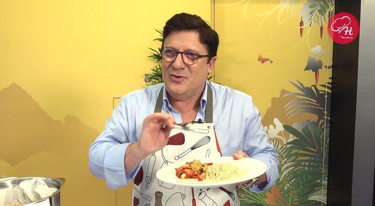Atendendo a alguns pedidos o Herman José sugere uma receita culinária vegan com a preciosa ajuda da Cuisine Companion. Fique atento para descobrir as Receitas do Herman by Moulinex em www.facebook.com/...... e www.chefmoulinex.pt #receitasdohermanbymoulinex #cuisinecompanion #moulinexportugal