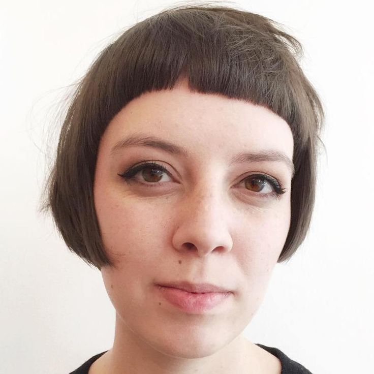 The pageboy haircut is back on the scene in a major way! This short cut with bangs frames the face beautifully and curls under (in its original version). It was a significant hairstyle for women in the 50s and 60s because of its easy maintenance and bold look. Want to know more? Read on! Modern …