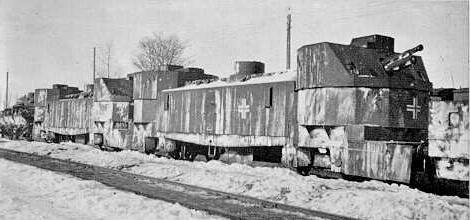 Обе артиллерийские повозки немецкого Panzerzug 10b - бывший Nr.51 «Я Marszalek», около 1941-42.
