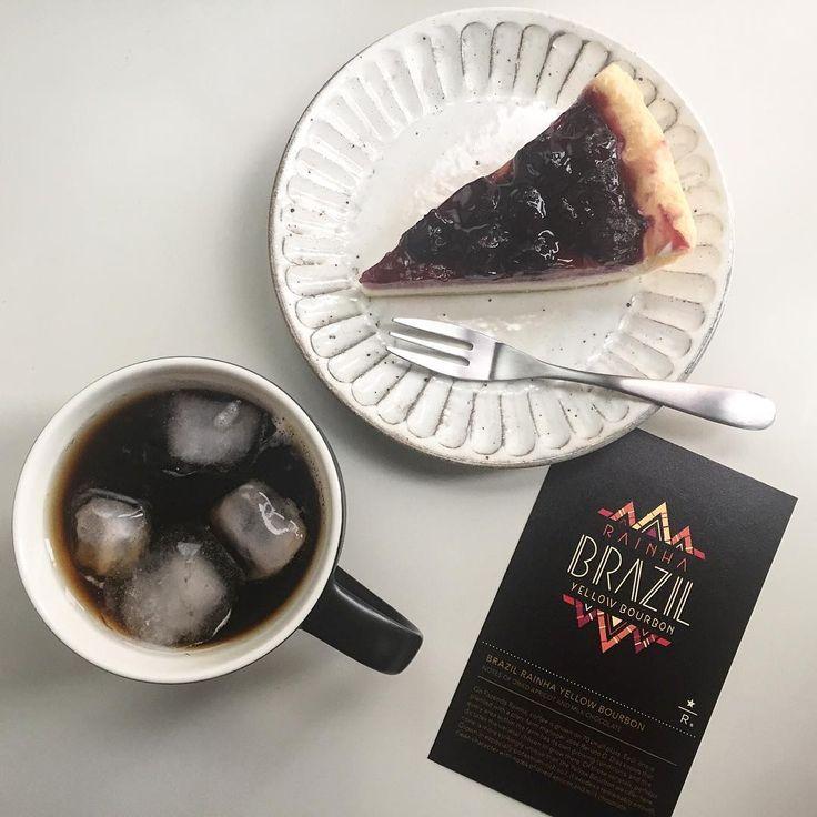 Rainha & Blueberry cheese pie. - 女王がまだお家にいらっしゃる方にお勧めのペアリング - ライーニャはアイスも最高に美味しい もっと豆を買っておけばよかった と後悔する日々 - #starbucks #starbucksreserve #coffee #brazilrainhayellowbourbon #icedcoffee #handdrip #blueberrycheesepie #blueberry #pie #foodpairing #スターバックス #スタバ #スターバックスリザーブ #コーヒー #ブラジルライーニャイエローブルボン #アイスコーヒー #ハンドドリップ #ブルーベリーレアチーズパイ #ブルーベリー #パイ #フードペアリング #私のベストオブフードペアリングに輝いた #でも女王はこれで終わり #また再会できますように