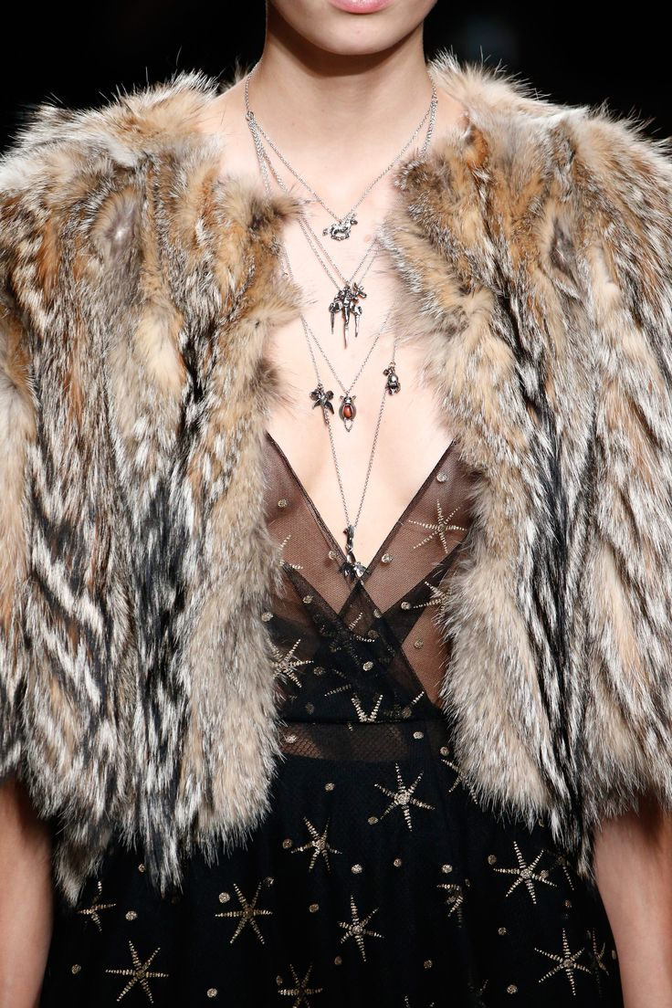 See detail photos for Valentino Fall 2016 Ready-to-Wear collection.
