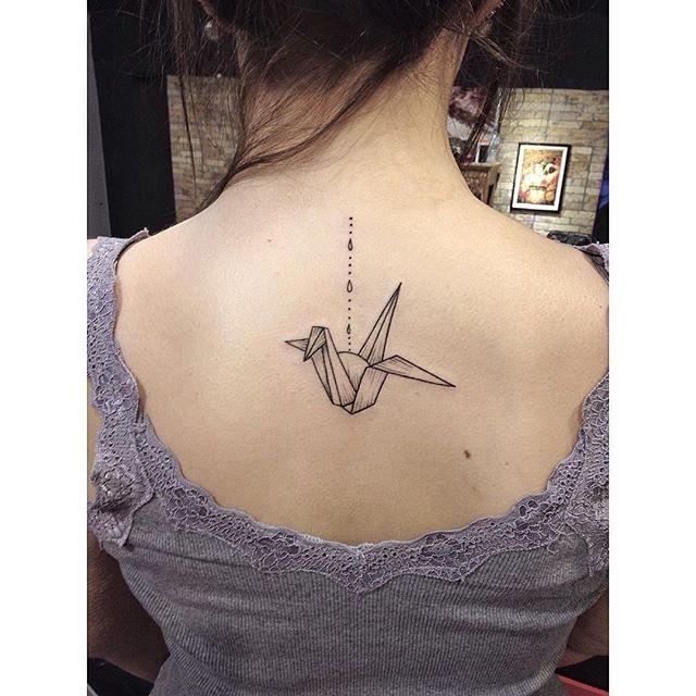 Origami feito pelo @arth.gomes.  Ele atende em nossas unidades Santana, na Rua Conselheiro Saraiva - 315, e Jardins, que fica na Alameda Jaú - 1529. Para agendamentos e consultas, é só ligar no (11) 3297-6999 ou mandar uma mensagem por whatsapp para (11) 96785-1569.  Quer saber tudo o que rola no dia a dia dos estúdios? 👻 Snapchat: skink-tattoo.  #ornamental #ornamentaltattoo #tattoo #tattoos #tatuagem #tats #bodyart #inspirationtattoo #tattooist #tattooed #ink #inked #instattoo #instaart…