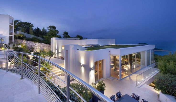 Villa on the Cap Ferrat, Côte d'Azur | HomeDSGN, a daily source for inspiration and fresh ideas on interior design and home decoration.