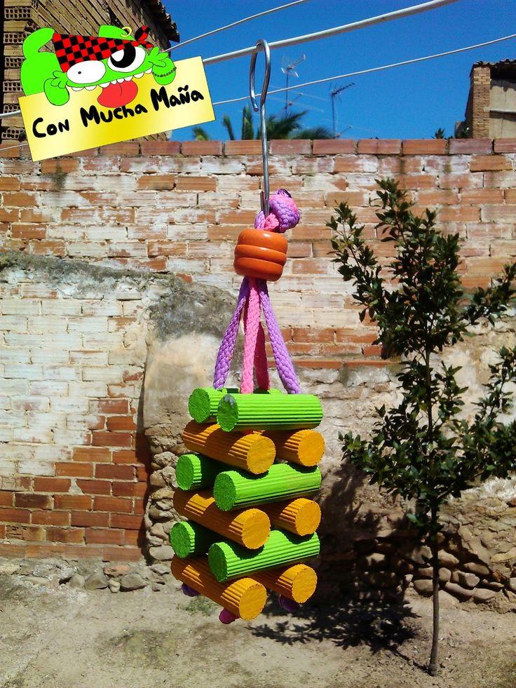 Con mucha maña • juguete para pajaros Visita mi pagina en facebook y dale a me gusta: https://www.facebook.com/creacionesconmuchamana?fref=ts