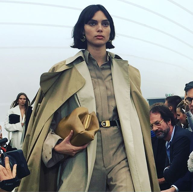 Mujeres poderosas y trabajadoras en @celine @phoebephiloofficial #ss18 #pfw  via MARIE CLAIRE SPAIN MAGAZINE OFFICIAL INSTAGRAM - Celebrity  Fashion  Haute Couture  Advertising  Culture  Beauty  Editorial Photography  Magazine Covers  Supermodels  Runway Models