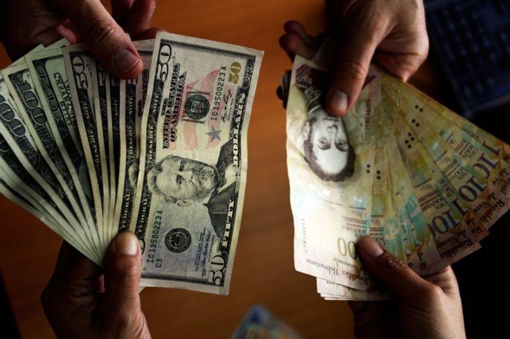Hiperinflación: bolívares vs. dólares a dónde va la economía -  La hiperinflación que vivimos genera debates y opiniones encontradas a la hora de tomar una decisión ante la grave crisis económica que vive el país sobre el camino que se debe seguir. Si continuar con nuestro devaluado bolívar fortalecerlo o sencillamente girar hacia la dolarización del país po... - https://notiespartano.com/2018/01/29/hiperinflacion-bolivares-vs-dolares-donde-va-la-economia/