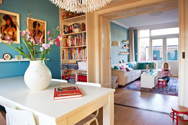 Boekenkast om en-suite deuren.