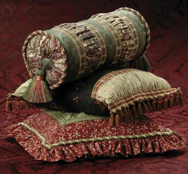 Декоративная подушка-валик. Много идей для вдохновения.. Обсуждение на LiveInternet - Российский Сервис Онлайн-Дневников