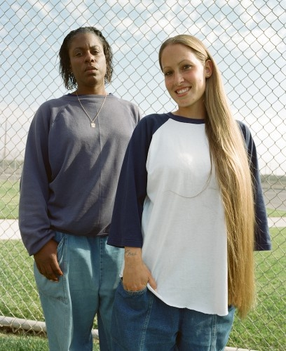 Sye is also one of the very few prison photographers to have made multiple portraits of prison staff. He attributes this to the more relaxed atmosphere in a women's prison. Due to fewer incidents of violence, Sye's impression was that staff considered work at a women's prison as a step toward retirement.