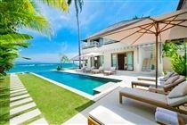 Siri Mendira - Villa Bakung - Pool and Villa