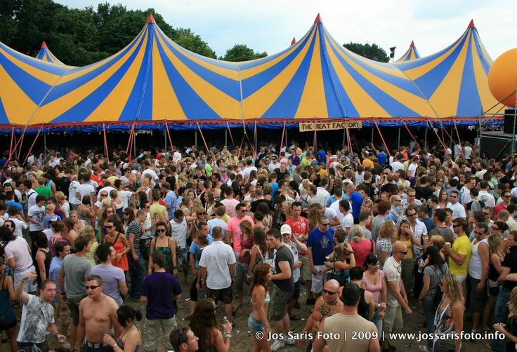 jaarlijks een festival houden op Koninginnedag of Bevrijdingsdag trekt een hoop jongeren aan.