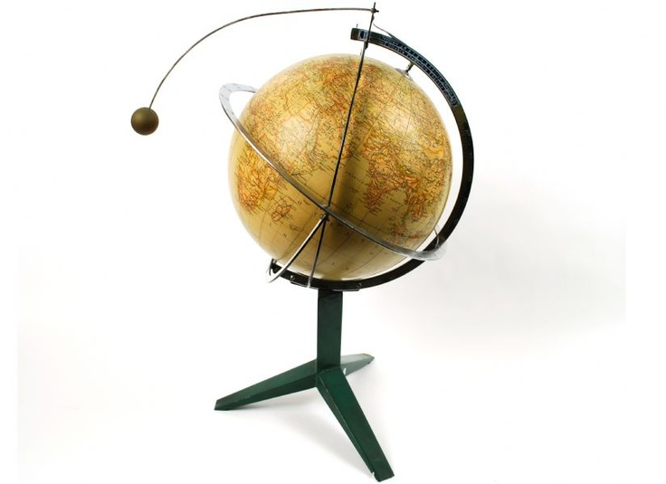 Globo antico Paravia / Antique globe by Paravia
