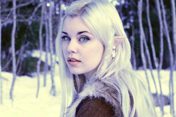 Alicen has snow white hair to the middle of her back and icy blue eyes. In the Fellowship of the Ring.