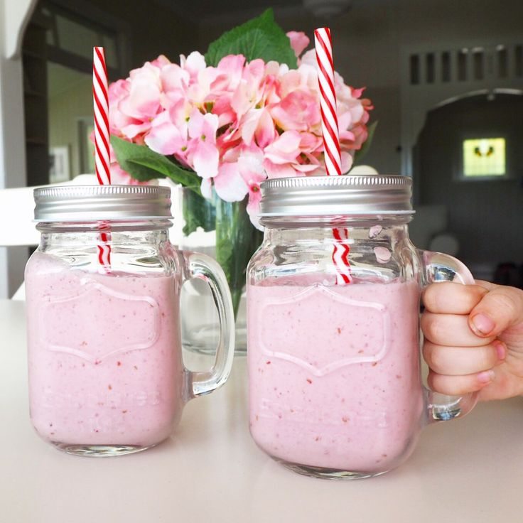 raspberry & banana breakfast smoothies
