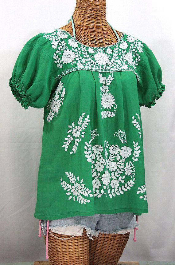 Bordado de la parte superior de la blusa campesina mexicana:
