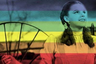 """Judy Garland, la trágica muerte que impulsó el Orgullo Gay """"Amigo de Dorothy"""". En el Estados Unidos de los años 60 esa era la contraseña, la clave de los hombres gais para reconocer a otros con los que compartían identidad sexual. Jose Madrid   Vanitatis, El Confidencial, 2015-07-04 http://www.vanitatis.elconfidencial.com/celebrities/2015-07-04/judy-garland-la-tragica-muerte-que-impulso-el-orgullo-gay_914617/"""