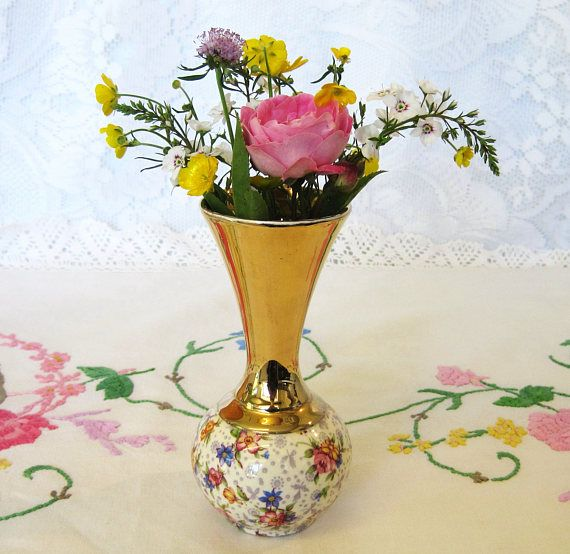 This is a lovely and very collectible Royal Winton Eleanor Chintz posy vase dating to between 1934 and 1938 according to the backstamp used. It has a round body decorated with the chintz pattern then a flaring, trumpet-shaped top, decorated with gold lustre. The little vase is in good condition for its age with no chips or cracks. There is very slight clean glaze crazing and a little wear to the surface in places, but it is still very decorative and can be used for its original purpose as…