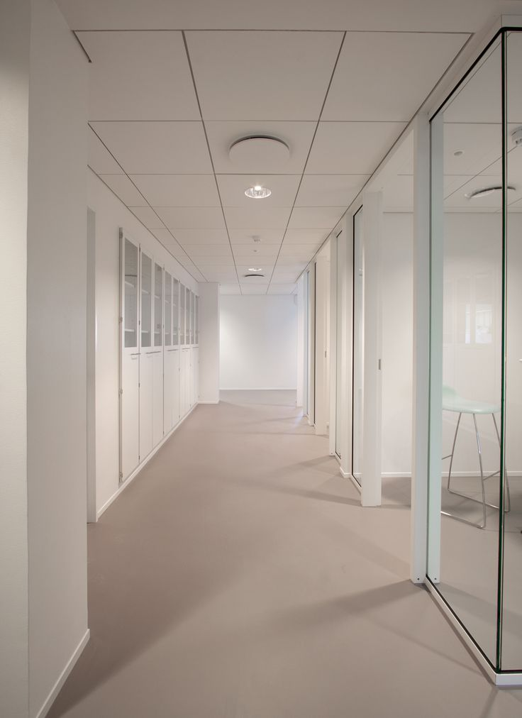 NOVO NORDISK 6BC - RH ARKITEKTERDaylight is drawn into the center of the building by utilising glass doors in circulation areas and glass walls in conference rooms.