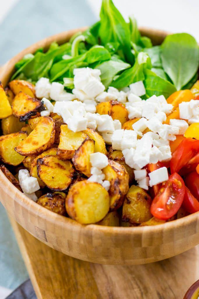 Salade de pommes de terre rôties à la moutarde et au miel avec feta et tomates - excellente et saine recette de la recette airfryer #airfryer #recipe #potato