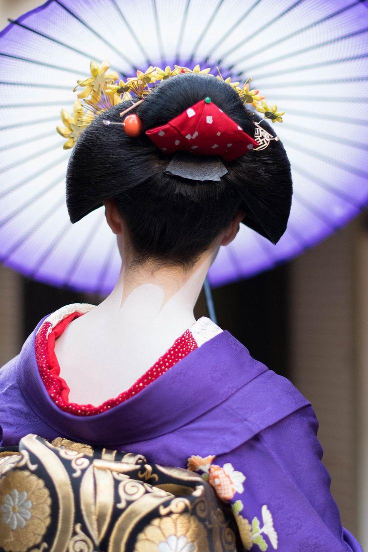 maiko with umbrella | japanese culture #kimono