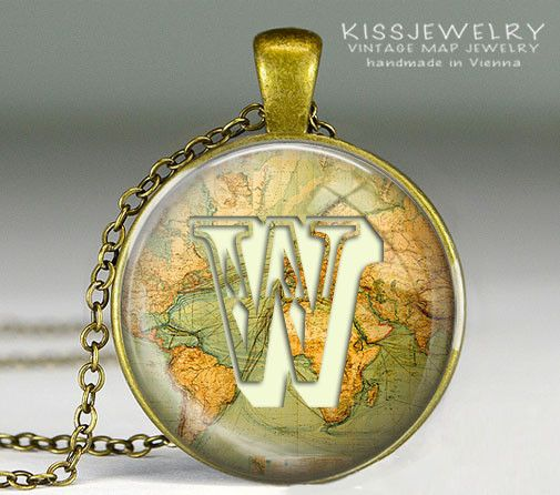Weltkarte mit Monogramm Karte Glas Anhänger, Kette von KISS Knowledge Is So Sexy auf DaWanda.com