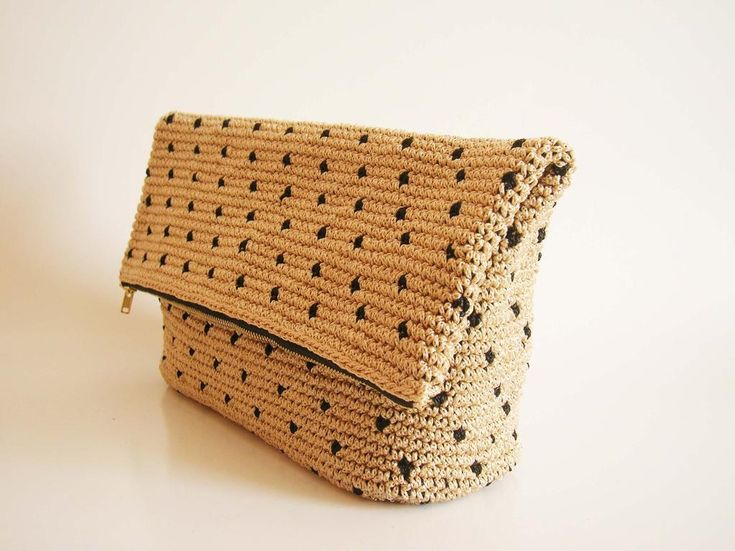 Crochet pattern for polka dot clutch