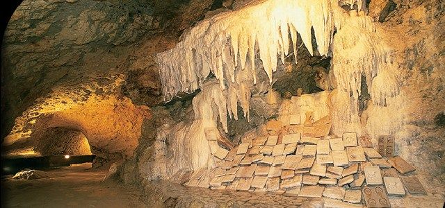 Les Grottes Pétrifiantes de Savonnières - http://www.activexplore.com/activity/les-grottes-petrifiantes-de-savonnieres/