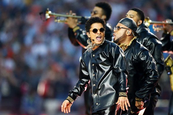 Bruno Mars Photos - Bruno Mars performs during the Pepsi Super Bowl 50 Halftime Show at Levi's Stadium on February 7, 2016 in Santa Clara, California. - Pepsi Super Bowl 50 Halftime Show