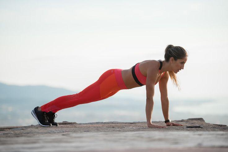 Gli esercizi migliori per tonificare le braccia e renderle più forti. Semplici e da fare in casa senza attrezzi.