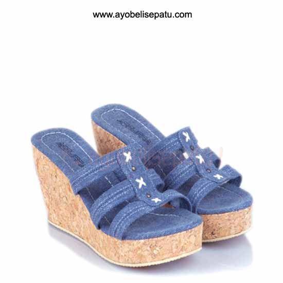Brand by Azurra  Sandal ini termasuk dalam jenis sandal wedges. Didesain dengan model elegant dan bahan canvas. Cocok untuk dipakai ke pesta atau menemani aktifitasmu ladies. Selengkapnya bisa dibaca pada deskripsi produk.