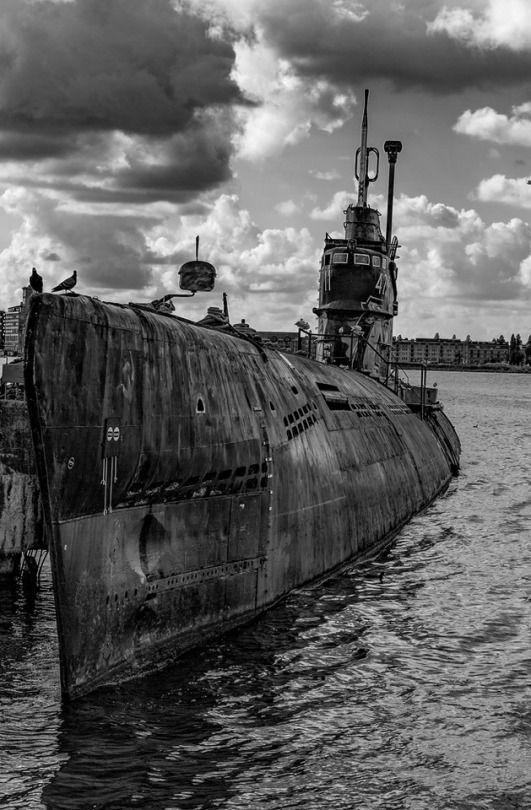 El viejo submarino ruso, tan letal en tiempos de la Segunda Guerra Mundial y hoy abandonado en el puerto Ámsterdam.