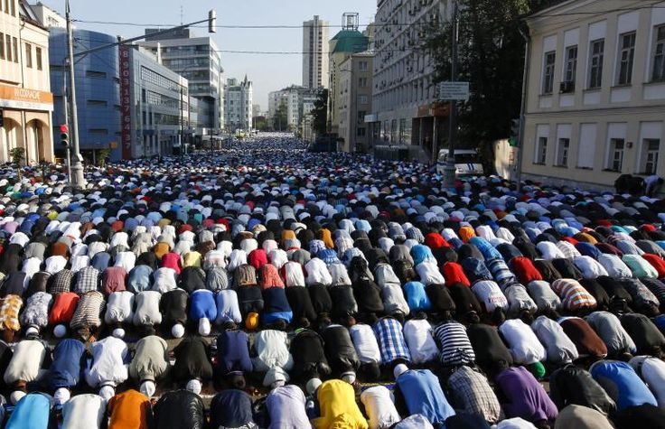 Eid Mubarak 2013: Thousands of believers take part in morning prayers to celebrate the first day of Eid-al-Fitr in Moscow