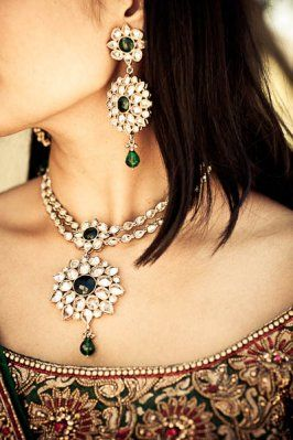 After the face, next comes the neck of the bride. It is adored with beautiful haar or necklace, which is usually made of gold and embellished with diamonds, pearls or stones.