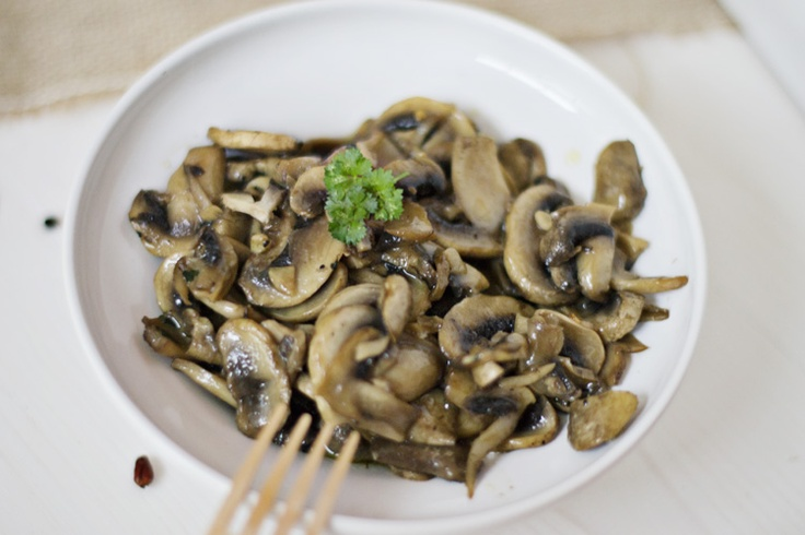 Simple is SO good! Thermomix garlic mushrooms... (scroll to bottom for English version.)