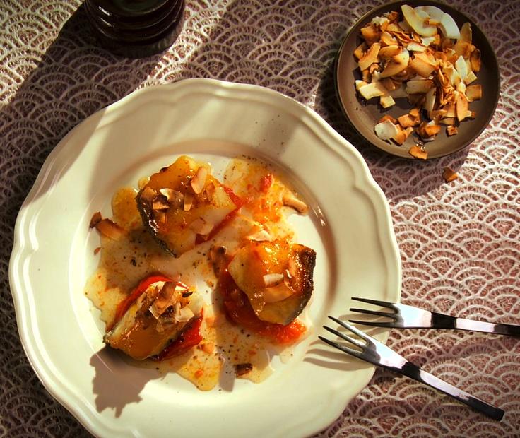 Morue noire, tomates confites à la vanille, ananas et noix de coco
