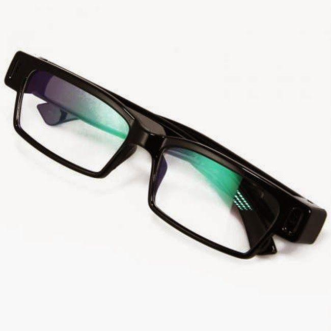 lunette essayer avec cam Après avoir choisi votre paire, nous traiterons vos verres avec des revêtements anti-reflets, anti-rayures et une protection uv, tout cela gratuitement bien sûr.