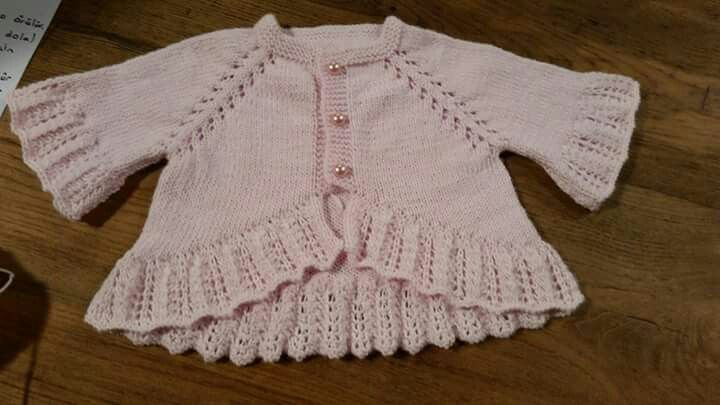 Raglan sleeve, lace hem, might do this working short rows ~~ Fırfırlı hırka