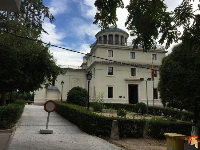 Observatorio Astronómico de Madrid fue patrocinado por Carlos III. El arquitecto Juan de Villanueva diseñó un primer proyecto en 1785, no fue realizado hasta 1790 observatorio-astronomico-de-madrid-3