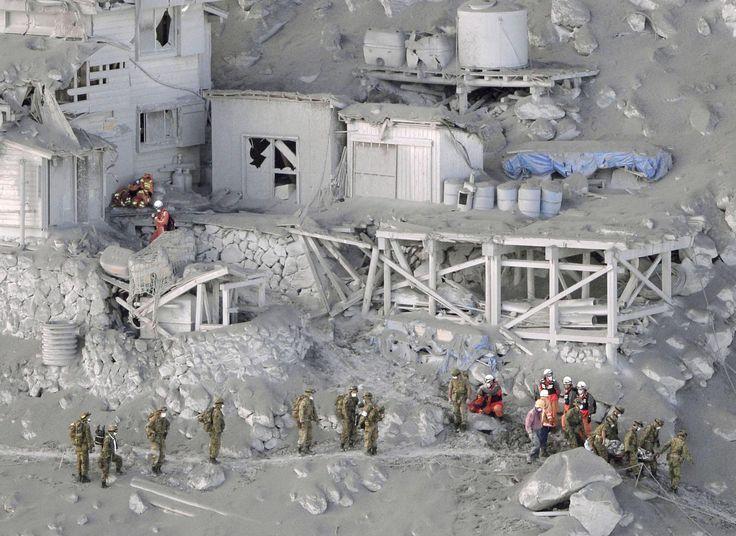 ss-140928-japan-volcano-rescue-05_a8f1da80fc84c89842dec4e9478accda.jpg (2500×1821)