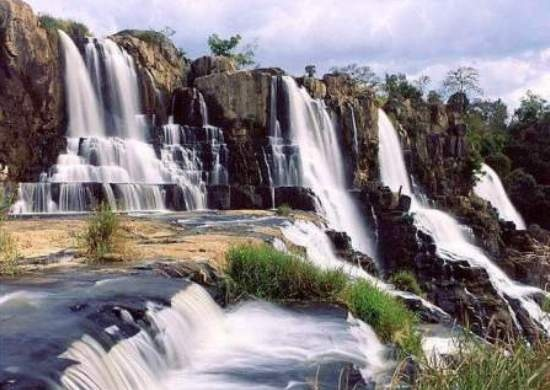 Dalat - Nha Trang -- I went under the waterfalls!